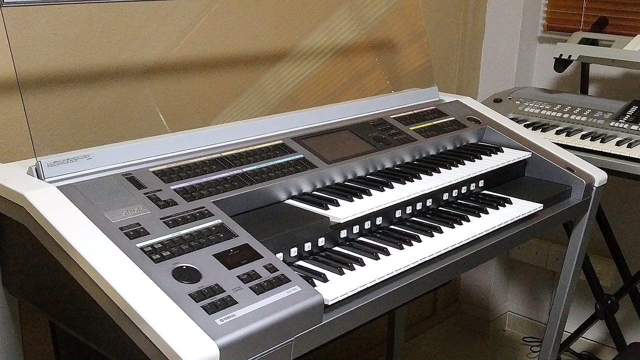 My Yamaha Electone Stagea ELS-02C organ.