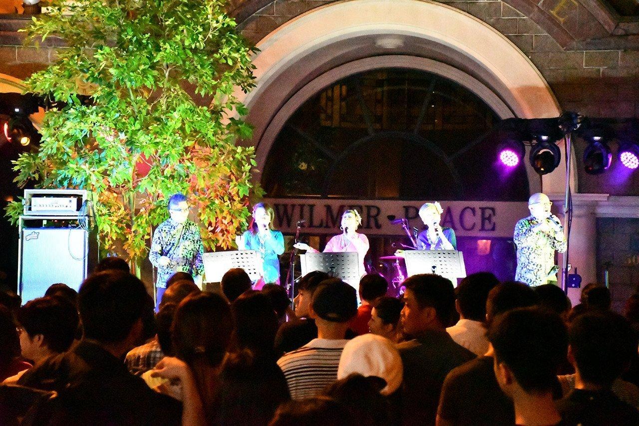 Nikon D7500 review - Street Concert Sample Shot.