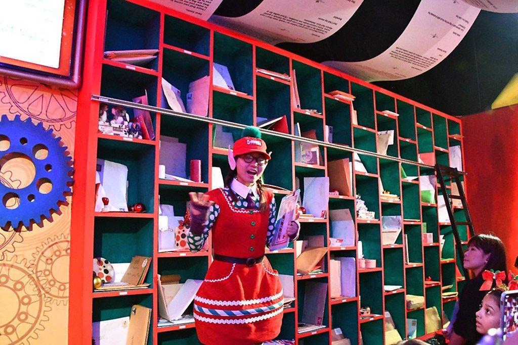 A Universal Christmas 2017 - Santa's Workshop Postal Room