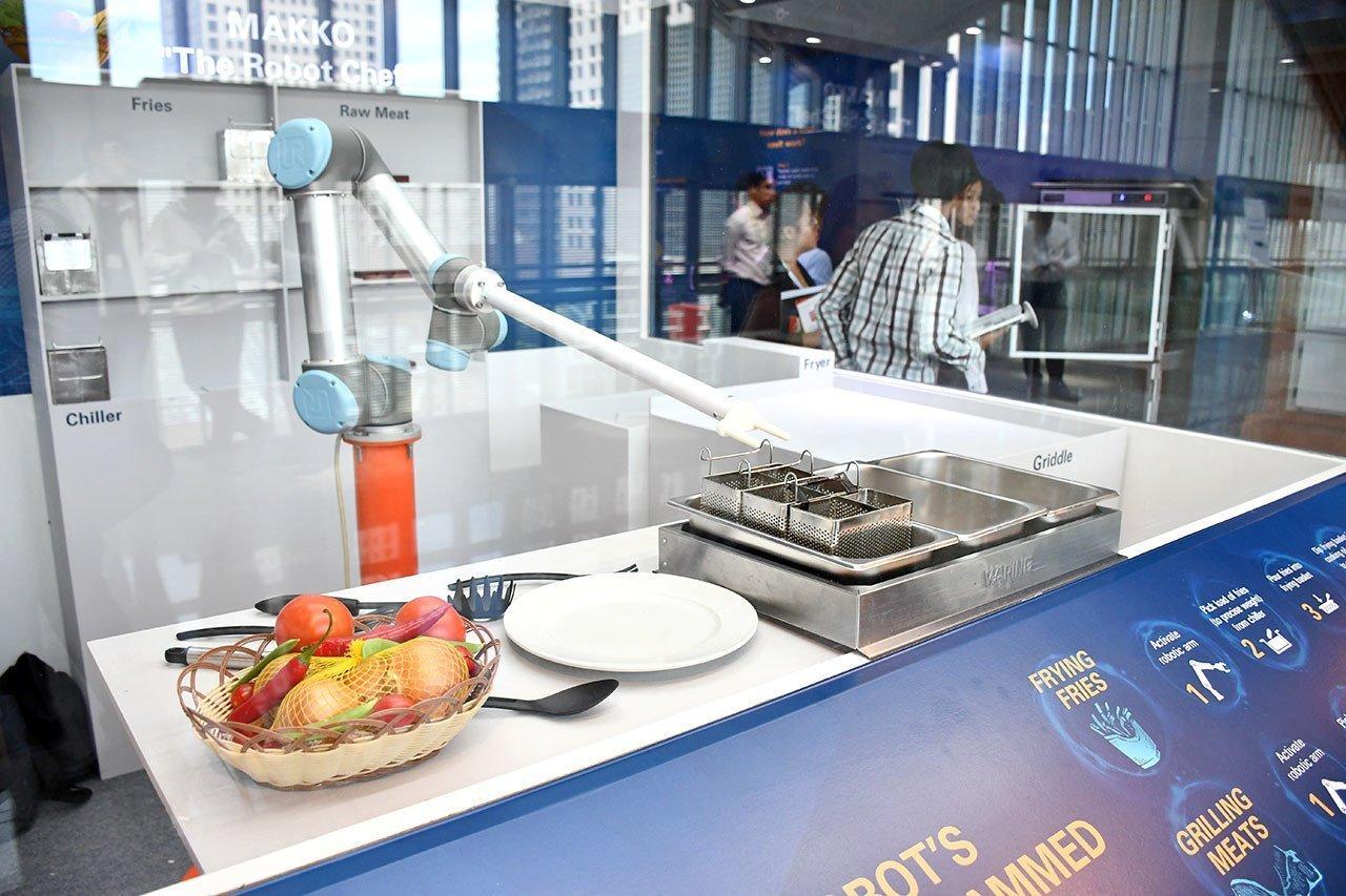 Makko The Robot Chef