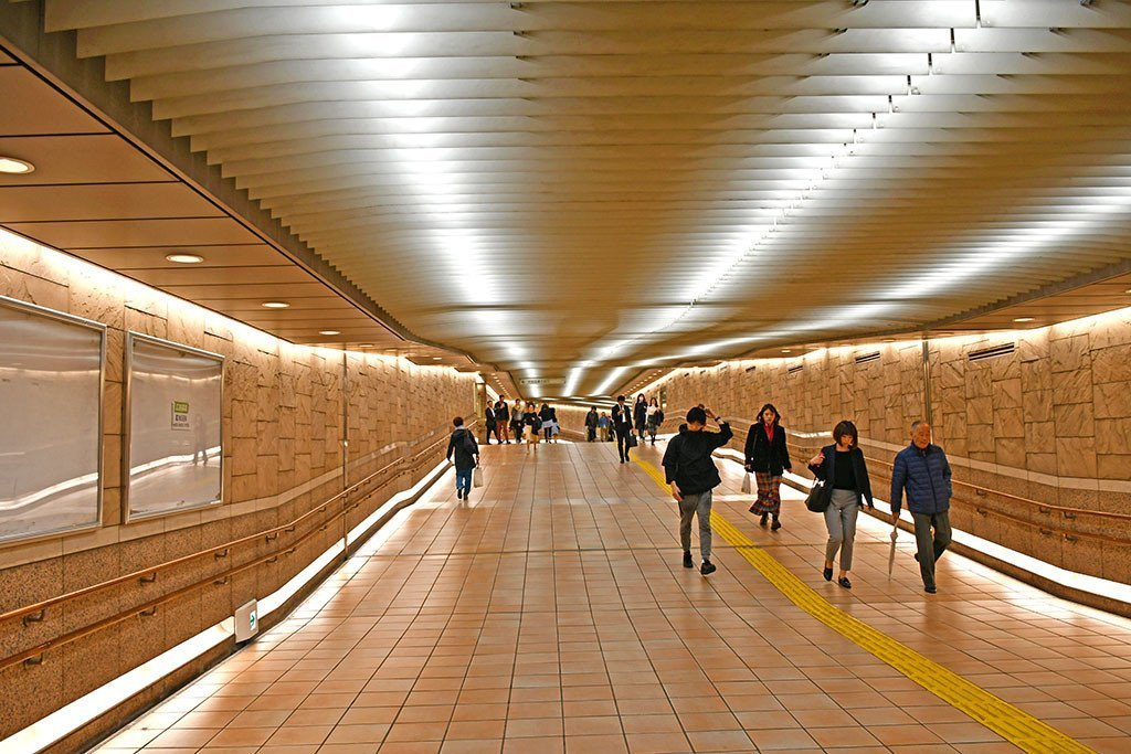 A Persona 5 Tourist in Tokyo | Sangenjaya Station Tunnel
