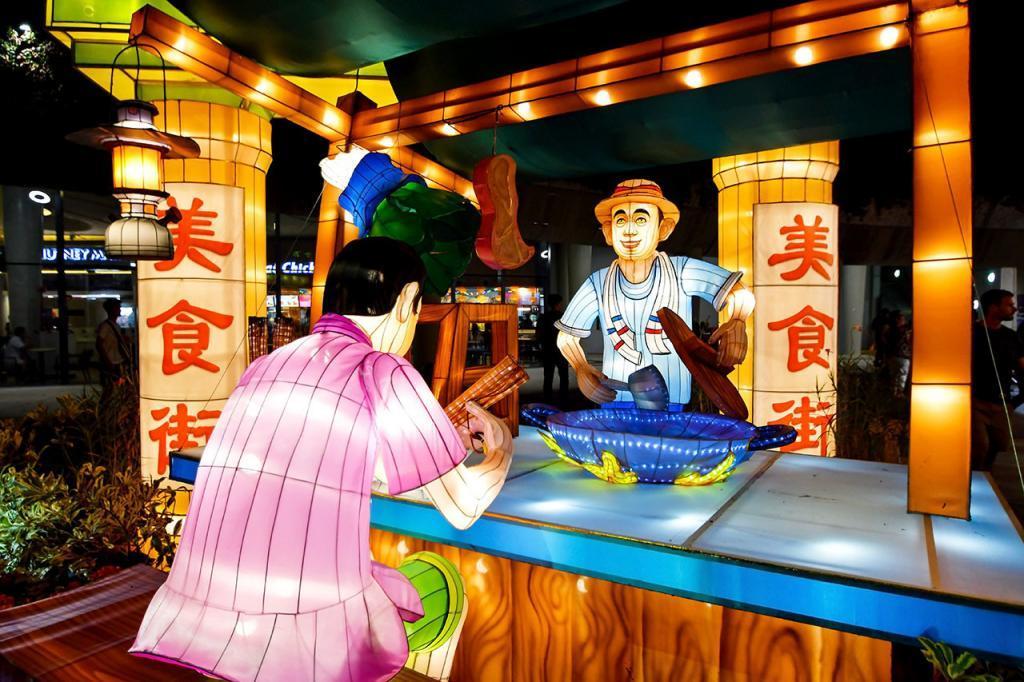 Food Street Mid-Autumn Lantern Display.