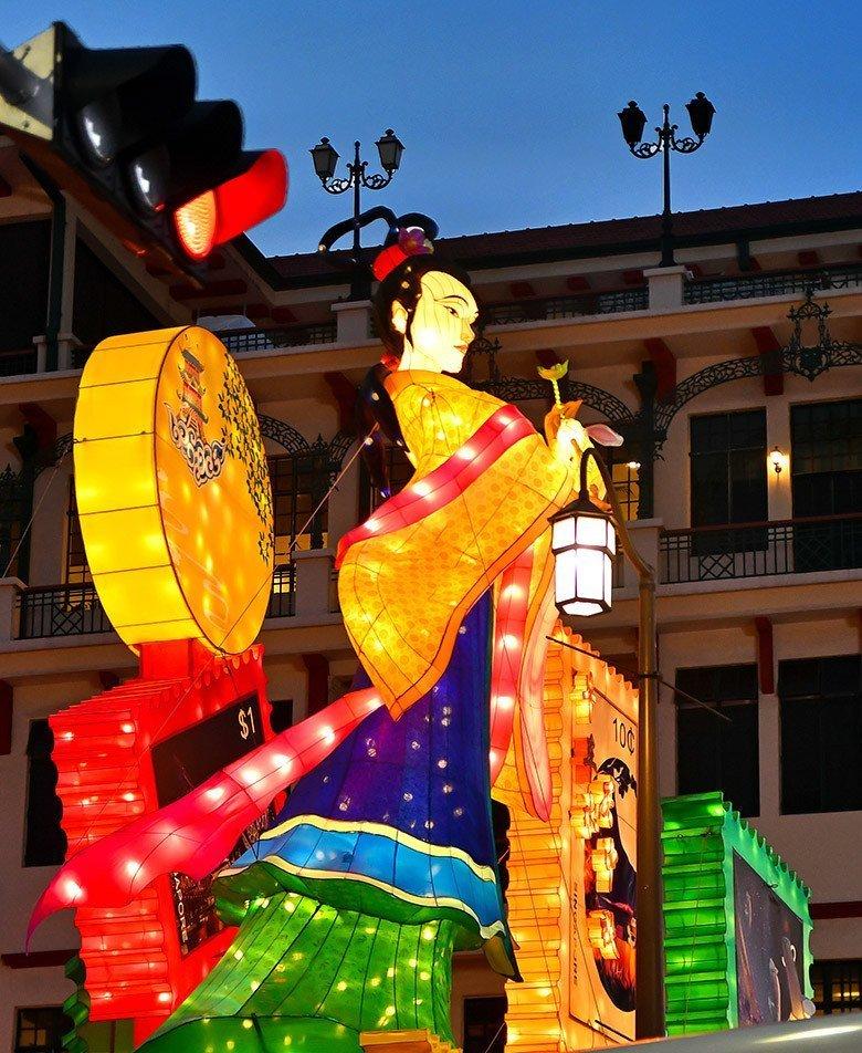 Chang'e at Singapore Chinatown.